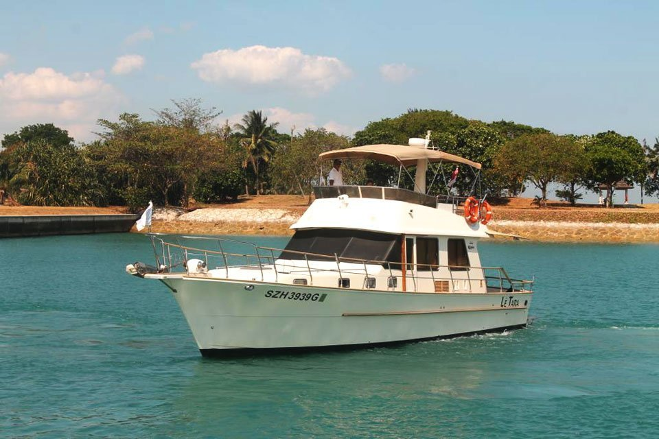 FUN & EASY PRIVATE YACHT CHARTER TO LAZARUS ISLAND (4 HOURS CHARTER) WATER ACTIVITIES OR STROLL ON THE ISLAND (WEEKEND AND PH)